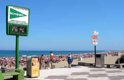 Playa del Ingles beach, Gran Canaria. Sign showing temperature as 260C